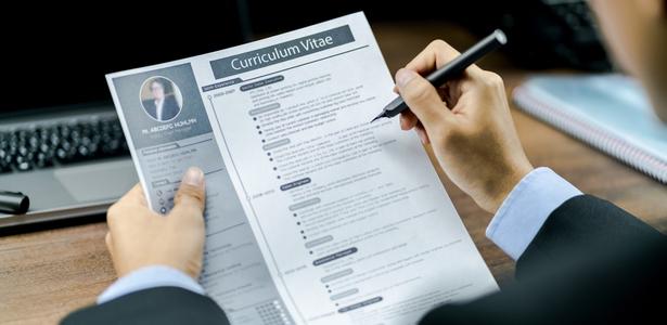 Comment les recruteurs analysent-ils votre CV ?
